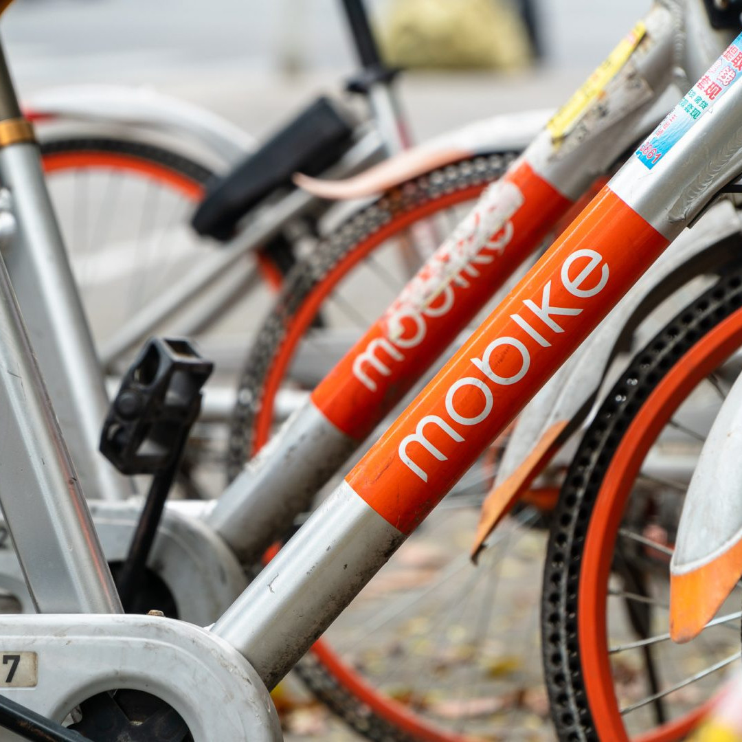 A row of Mobikes (now known as Meituan Bikes) sits along the pavement in Pudong, Shanghai on April 4, 2019. (Image Credit: TechNode/Eugene Tang)